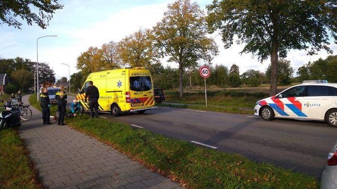 De ambulance op de plek van het ongeval in Ederveen.