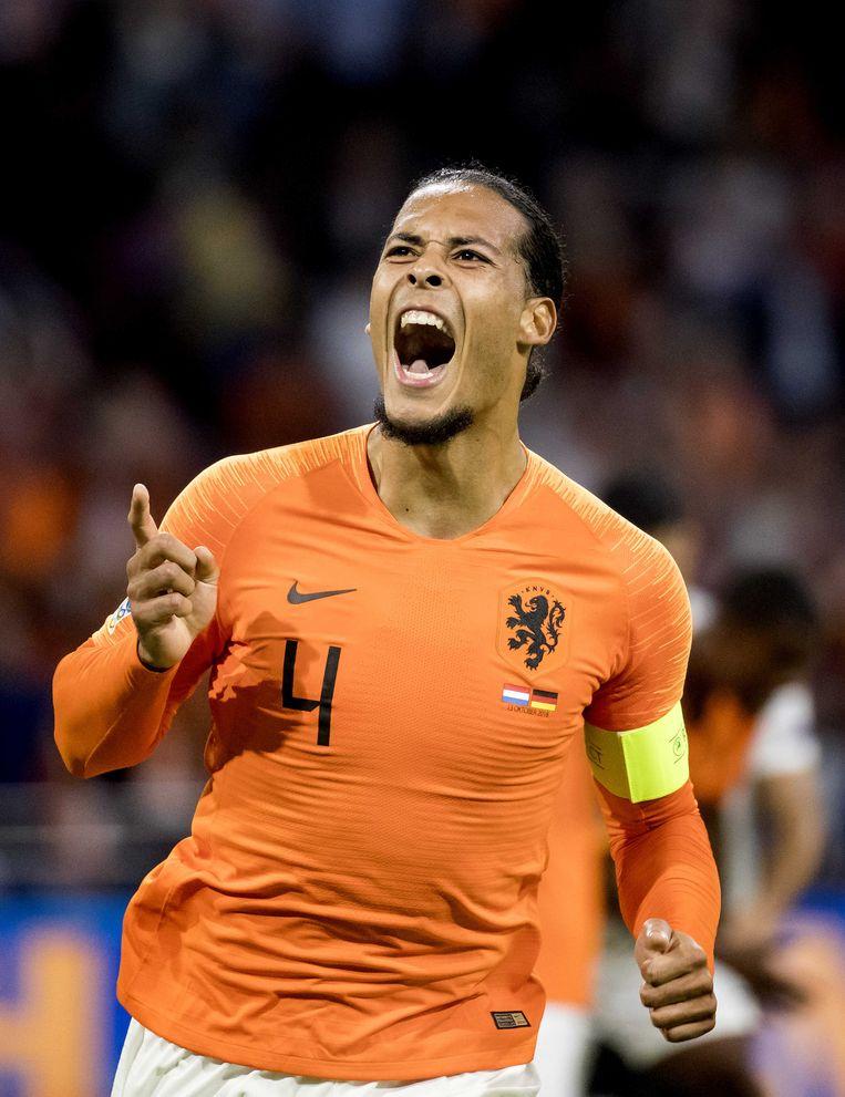 Virgil van Dijk in zijn rol als aanvoerder van het elftal van Oranje. Beeld ANP