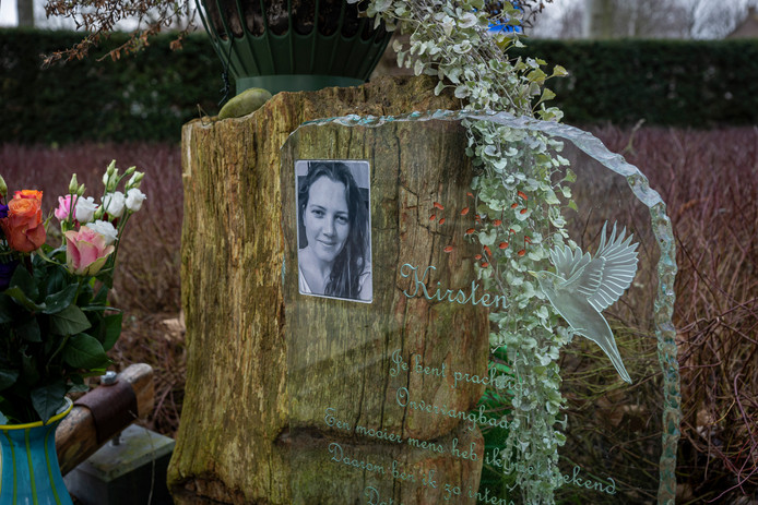 Het graf van Kirsten van den Oever op de begraafplaats in Noordgouwe.
