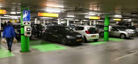 Zorgen over veiligheid bewoners Kazerneplein bij brand in elektrische auto in parkeergarage