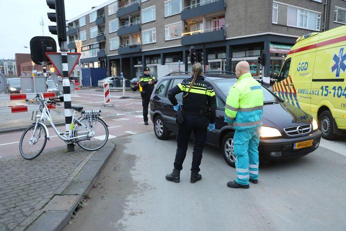 Een ongeluk met een elektrische fiets bij de Papsouwselaan in Delft afgelopen januari.
