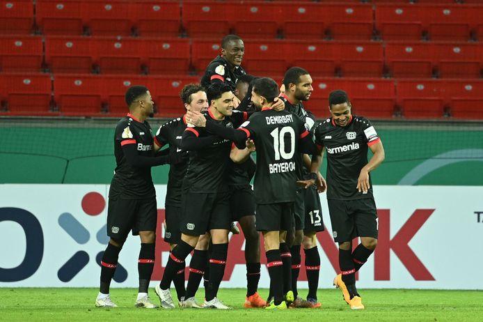 Bayer Leverkusen viert de 2-1.