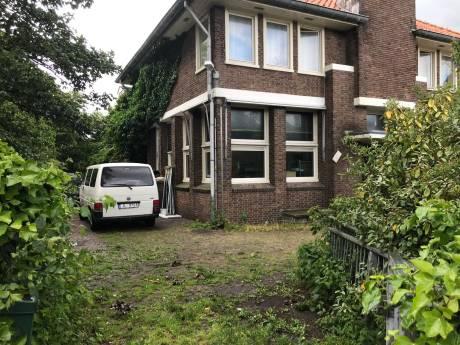 Overlastgevende huurders KPN-gebouw in Domburg moeten vanavond nog vertrekken