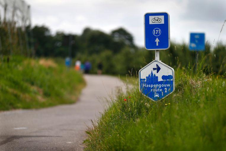 """""""De fietspaden krijgen een nieuwe toplaag en er worden nieuwe signalisatie- en veiligheidsmarkeringen aangebracht."""""""