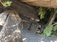 Domper op intocht paashout Ootmarsum: wagen zakt door wiel