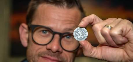 Een biertje bestel je in Maasbommel met een 700 jaar oude munt