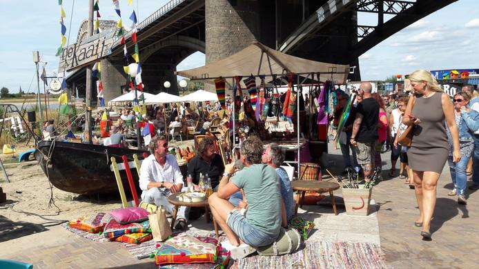 De Ibiza-markt bij De Kaaij zondagmiddag.