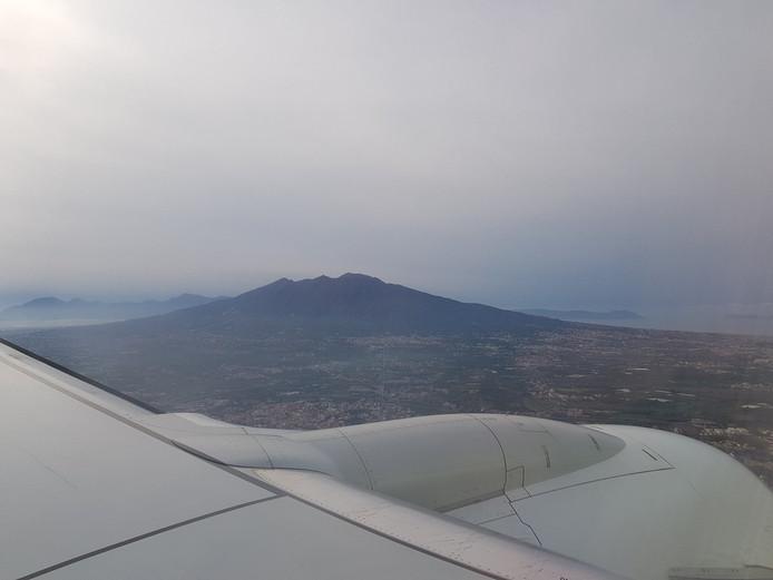 Het uitzicht op Napels vanuit het vliegtuig.