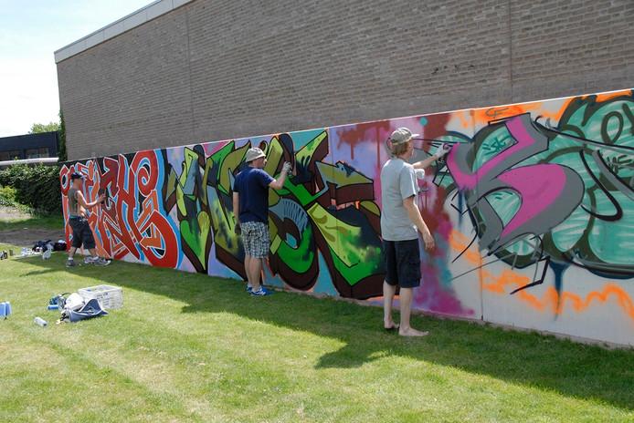De eerste kunstwerken staan inmiddels op de legale graffiti-muur