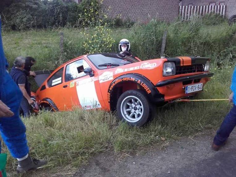 'Den otto', de oranje Opel Kadett uit Eigen Kweek,  uit de bocht gevlogen tijdens de shakedown, de traditionele start van de Ieperse rally in 2016.