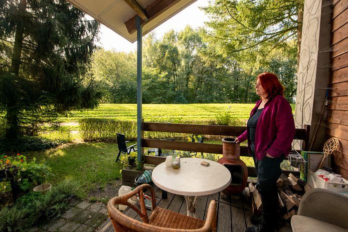 Lia de Sain dreigt haar huis uit te moeten, omdat de woning niet bestemd is voor permanente bewoning. COPYRIGHT ALEX MULDER