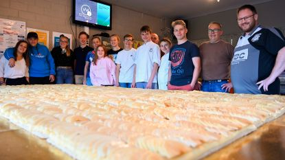 Nog 'een hongerke'? Korfbalclub en bakker Sammy bakken grootste appeltaart ooit in Ros Beiaardstad