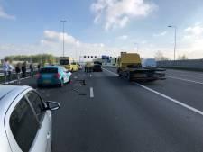 A50 bij Valburg weer vrij na ongeval met meerdere auto's