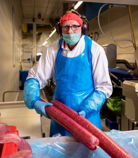 René (45) uit Zwolle kan nog vlees verwerken: 'Maar iedereen wordt bij binnenkomst getemperatuurd'
