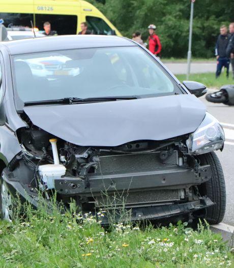 Scooterrijder geschept door auto in Kesteren