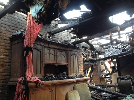 VIDEO: Fotoboeken gered uit brandend huis: 'Enige dat uit onze jeugd overblijft'
