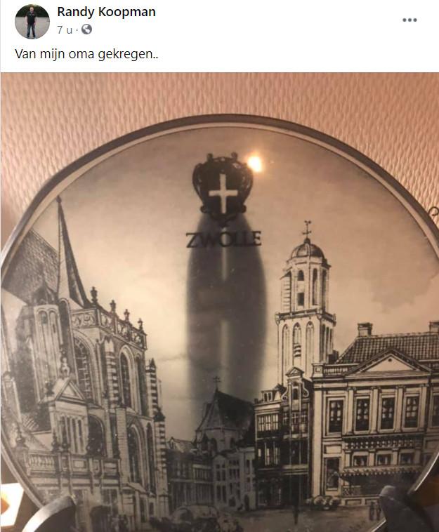 Een bericht van Randy Koopman waarin hij een foto toont van een bewerkt bordje waar de Peperbus op staat.