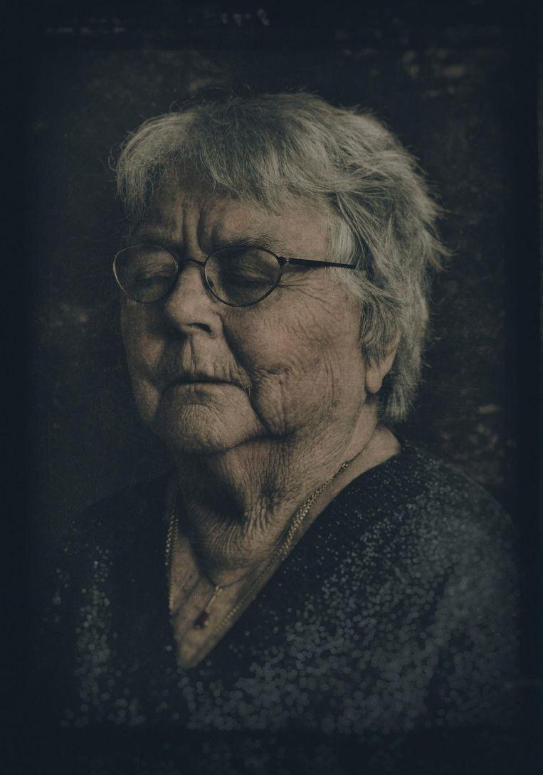 Mientje 'Daalder' (1927-2018), alzheimer (2017). Moeder van de fotograaf. Beeld Jan van Breda