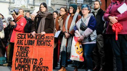 """Dertigtal sekswerkers komt op straat tegen geweld op prostituees: """"Er is een ware hoerenjacht bezig"""""""
