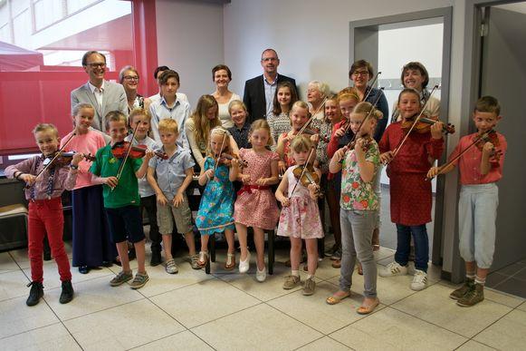 De leerlingen van Muziekhuys44 en hun lesgevers.