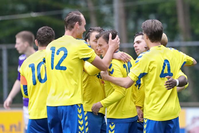 Brummen vierde in de beginfase al vroeg feest. In de eerste vijf minuten kwam de ploeg driemaal tot scoren. Tot driemaal toe was Daan Ribbers de doelpuntenmaker.