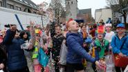 Kinderen amuseren zich tijdens 'foute carnaval'