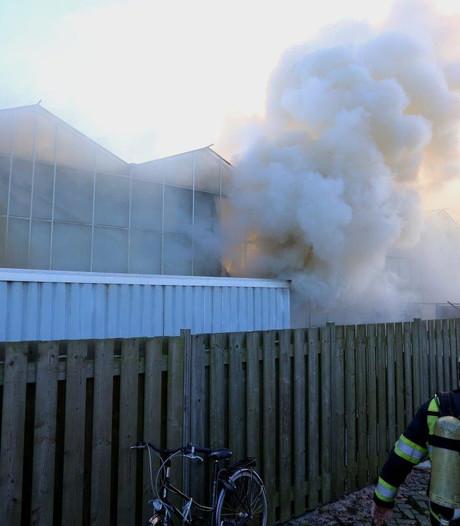 Twee personen naar ziekenhuis na loodsbrand in Haaren