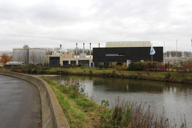 De fabrieksgebouwen van Rendac bevinden zich aan de boorden van de Dender, op de grens van Denderleeuw en Teralfene.