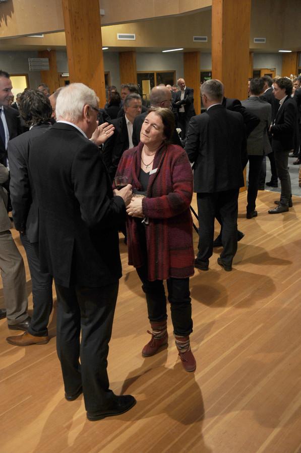 Ariane van Burg in gesprek tijdens een nieuwjaarsreceptie in 2017.