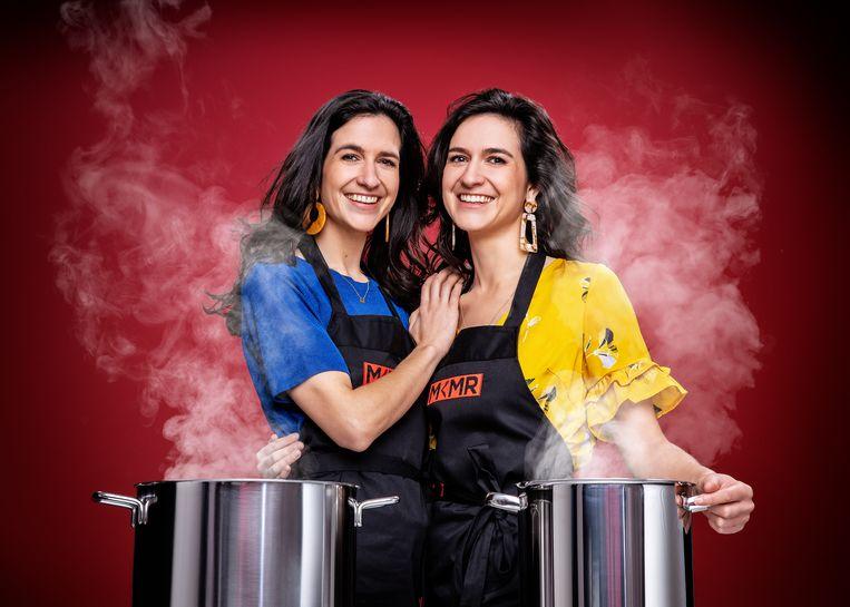 Tweelingzussen Deborah Dekrem (30) en Jasmina Dekrem (30) uit Wondelgem.