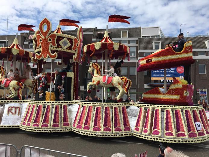 Roze Maandag op Tilburgse Kermis, maar dan op het bloemencorso in Valkenswaard