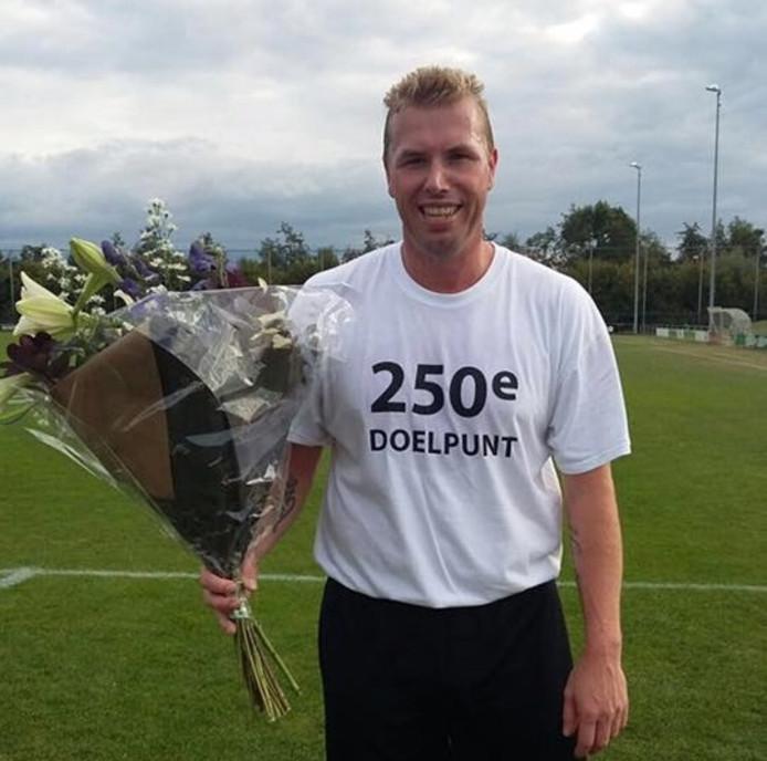 Lodewijk de Vries in het speciale shirt. Foto: Zwolsche Boys