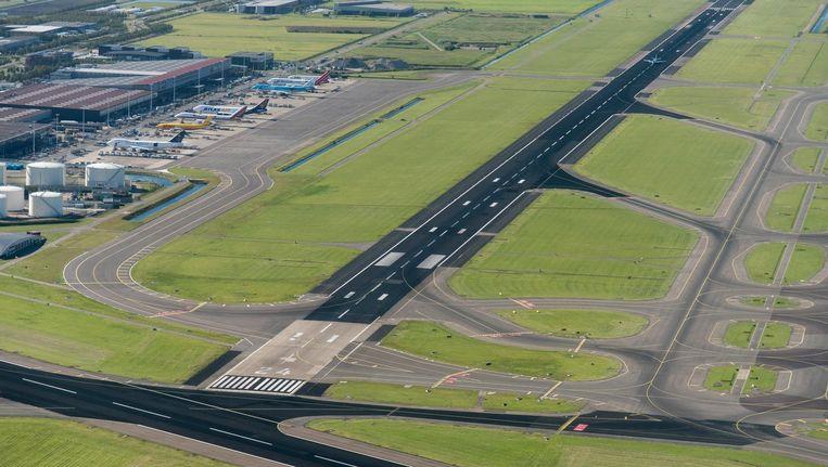 De Kaagbaan van Schiphol is vanaf eind volgende week gesloten voor groot baanonderhoud. Beeld anp