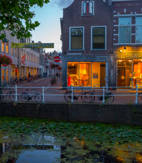 Grachten in Delft weer goed uitgebaggerd