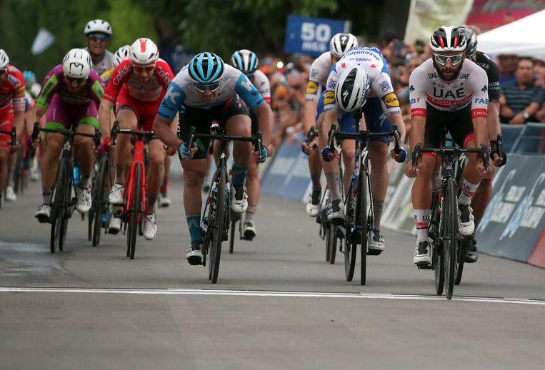 Piet Allegaert (rood tenue) werd dit jaar al onder meer vijfde in de vierde rit, gewonnen door Fernando Gaviria, van de Tour of San Juan.