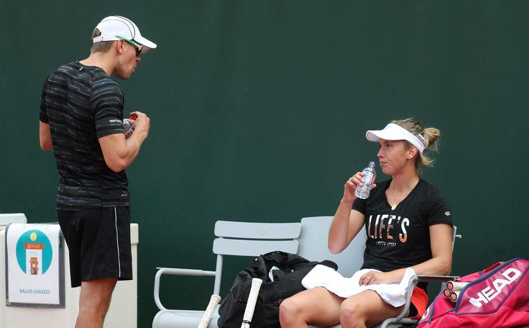 Elise Mertens en haar coach Robbe Ceyssens.