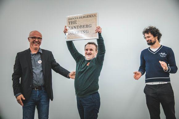 Danny Bergeman met zijn mentor Peter Van Hecke en kunsthistoricus Jo Coucke in het SMAK