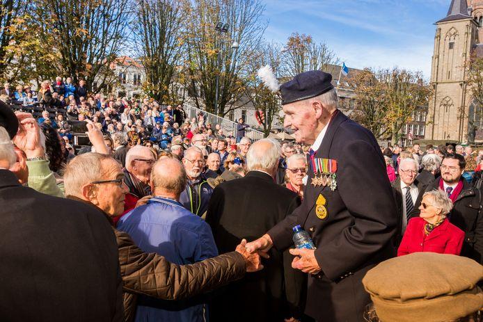 Bruce Coombes vorig jaar tijdens een bevrijdingsbijeenkomst in Den Bosch.