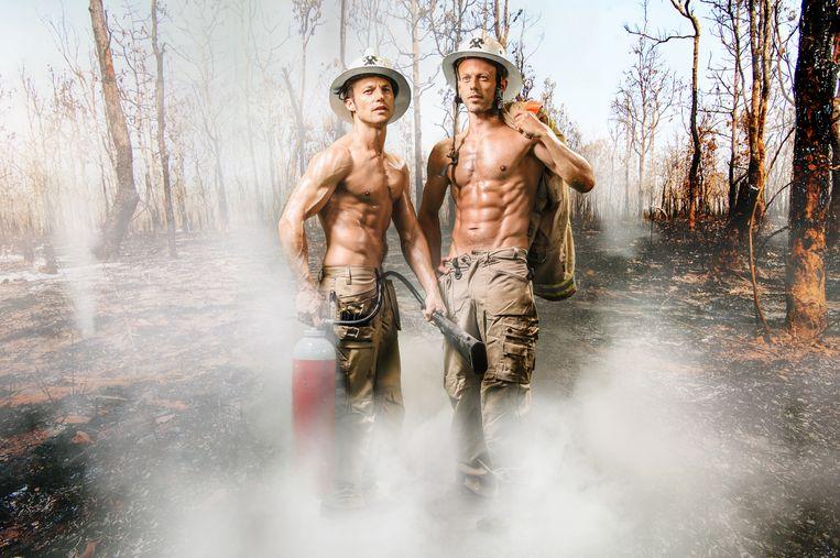 Staf en Mathias poseerden ook als brandweerlui voor hun kalender.