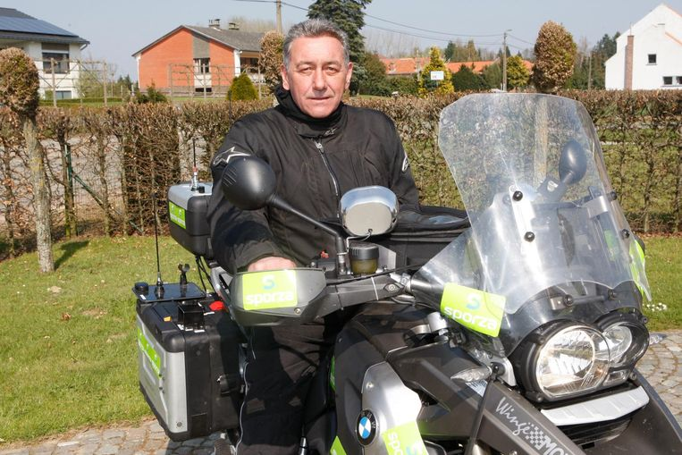 Voormalig profwielrenner en huidige motorman voor VRT Guido Van Calster.