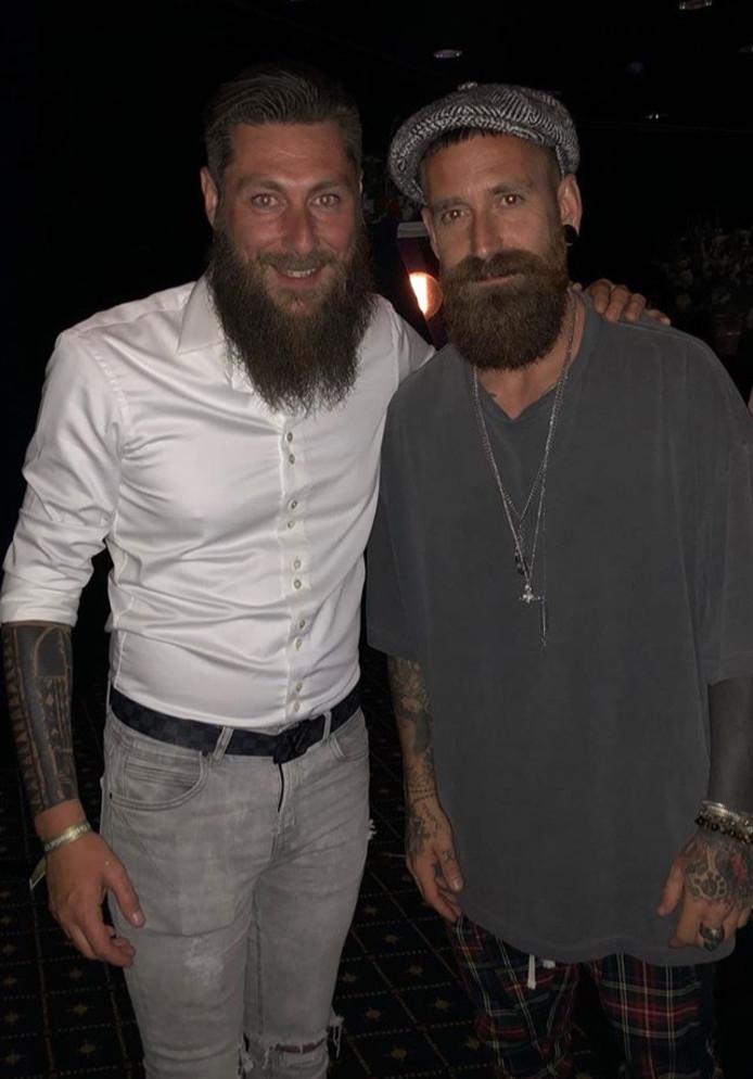 Pascal Bosschaart (links) met Raul Meireles, de Portugese middenvelder die ook een flinke baard heeft.