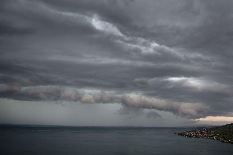 Stormweer boven het meer van Genève vandaag.