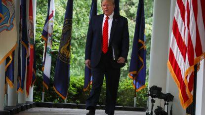 """Trump loopt boos weg op persconferentie: """"Vraag dat niet aan mij. Vraag dat maar aan China"""""""
