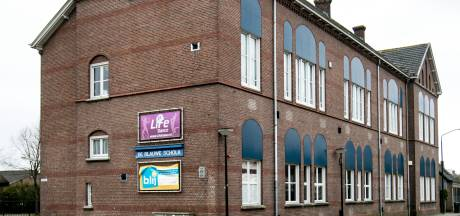 Blauwe Scholk in Den Dungen wordt gesloopt omdat pand niet veilig is: 'Er vallen stukken van de schoorsteen'