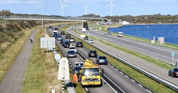 Verkeersopstopping vanwege ongeval op N57 bij Vrouwenpolder.
