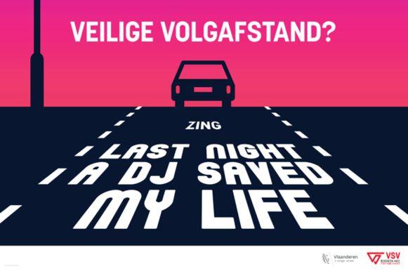 """Vanaf 4 februari voert de VSV een affichecampagne langs de Vlaamse hoofdwegen met de slogan """"Veilige volgafstand? Zing 'Last Night A DJ Saved My Life'""""."""