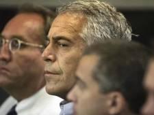 Woede om dood Epstein: 'Hoe kan iemand die zo spraakmakend is zelfmoord plegen'