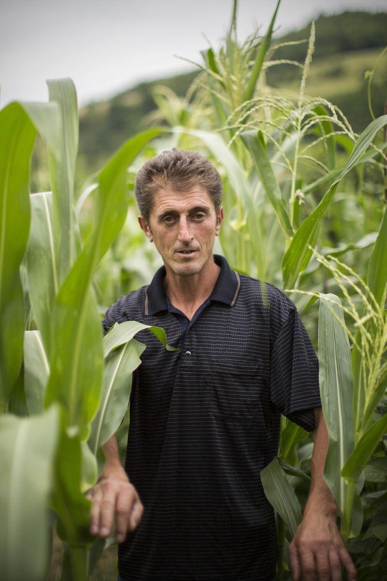 Mevludin Oric (45). Overleefde het vuurpeloton. Werkloos, lijdt aan posttraumatische stressstoornis. Beeld Julius Schrank