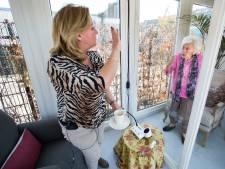 De strijd tegen een sluipmoordenaar: ouderen sterven, terwijl de familie via een iPad meekijkt