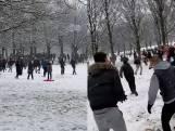 Honderden jongeren starten enorm sneeuwballengevecht, ondanks lockdown